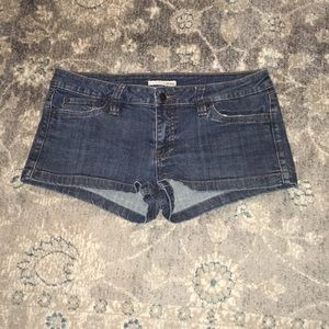 Adorable Refuge jean shorts. Good condition!!